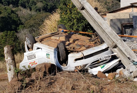 Motorista que levava paciente para internar, sofre acidente e caroneiro morre no local